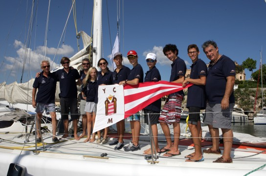 The crew of Uunet with 7 young sailors@carloni