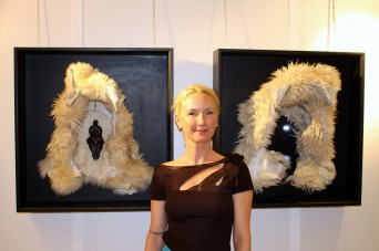 Allison Kotzig with her artwork Dark Ouroboros diptych @CeilnaLafuenteDeLavotha