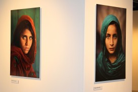 The iconic photo of the Afghan girl and a photo of girl in Pakistan by Steve McCurry @CelinaLafuenteDeLavotha
