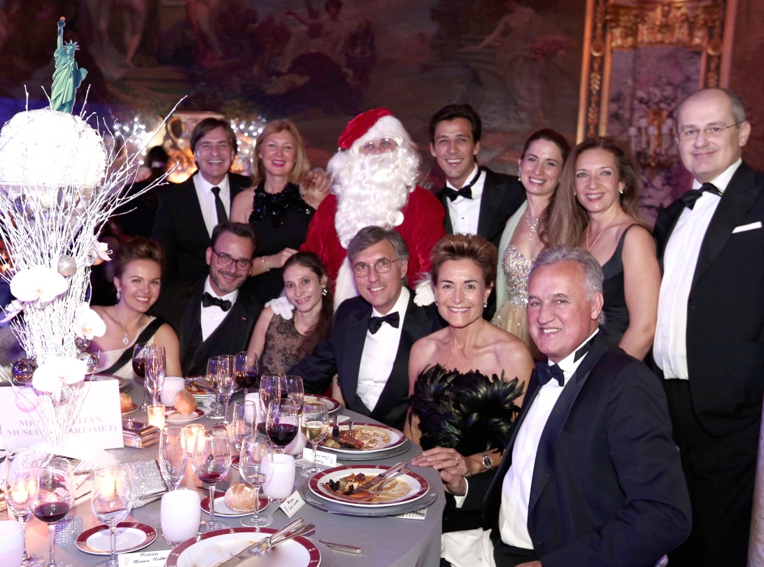 A table of smart guests with Santa Claus @laurentcia