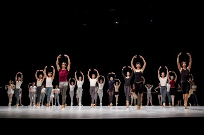 The dancers from the company and students from the Academy at the Inattendus December 2015 Salle Garnier (2) @Alice Blangero