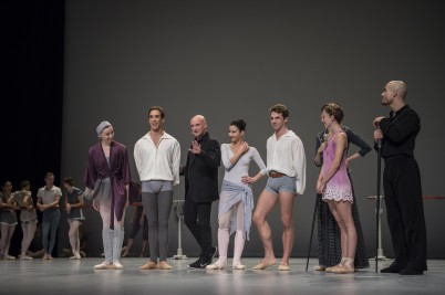 Jean-Christophe Maillot with the dancers at the Inattendus December 2015 Salle Garnier (3) @Alice Blangero