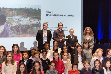 Marco Oberon, Pierre Antoine Carpentier, Patrice Cellario and Benedicte Schutz with the children of Monaco schools @Richard Concept Photo