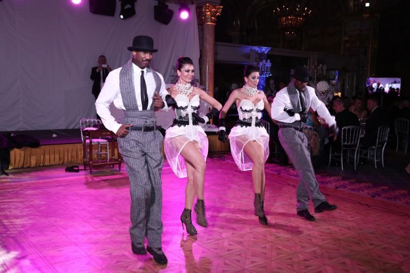 The dancers show @laurentcia