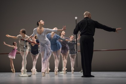 Working at the Barre, a scene from Nutcracker Company - Inattendus December 2015 Salle Garnier (5) @Alice Blangero