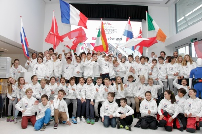Optimist Team Race young sailors with the flags from their countries @Franck Terlin-0123