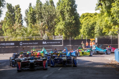 2015 Formula E Buenos Aires e-Prix, Argentina Saturday 6 February 2016. Sam Bird (GBR), DS Virgin Racing DSV-01 leads Nicolas Prost (FRA), Renault e.Dams Z.E.15 at the start Photo: Sam Bloxham/FIA Formula E/LAT ref: Digital Image _SBL0580