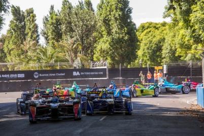 2015 Formula E Buenos Aires e-Prix, Argentina Saturday 6 February 2016. Sam Bird (GBR), DS Virgin Racing DSV-01 leads Nicolas Prost (FRA), Renault e.Dams Z.E.15 at the start Photo: Sam Bloxham/FIA Formula E/LAT ref: Digital Image _SBL0580