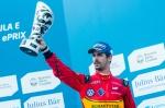 di Grassi dengan trofi juara 3 di Buenos Aires 6 Februari 2016 @ P1 Media Relations