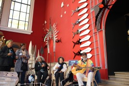 Artist Ken Thaiday Snr playing the guitar and other artists @CelinaLafuentedeLavotha