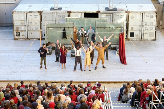 Estonia_Hamlet at Tallinn City Theatre(3)_Photo Siim Vahur_16 May 2014