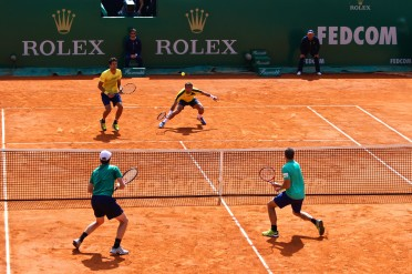 Ivan Dodig and Marcelo Melo (in yellow) vs Jamie Murray and Bruno Soares (in green) @CelinaLafuenteDeLavotha