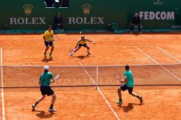 Ivan Dodig and Marcelo Melo (in yellow) vs Jamie Murray and Bruno Soares (in green) @CelinaLafuenteDeLavotha