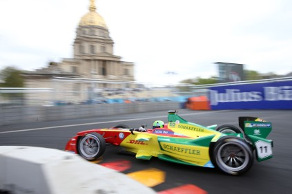 Lucas di Grassi turning the curve in Paris ePrix @P1 Media Relations