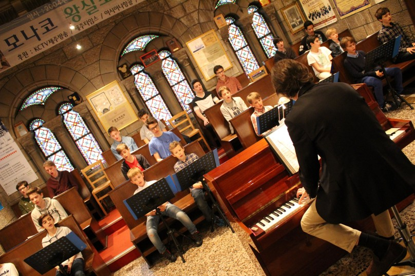 The young Monaco singers during practice @CelinaLafuentedeLavotha