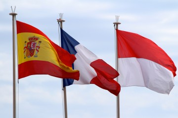 The Spanish, French and Monaco flags @CelinaLafuenteDeLavotha
