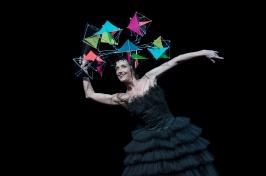 Bernice Coppieters with colorful metallic hat in Chapeau by Jiry Kylian at Grimaldi Forum Monaco April 2016@Alice Blangero
