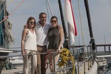 Jessica Horn, Mike Horn and Annika Horn aboard Pangaea Pole2pole Mike Horn 2016@Franck Terlin