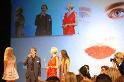 Giovanni Gastel receiving the award from Irina Goudkova MCFW2016 @CelinaLafuenteDeLavotha
