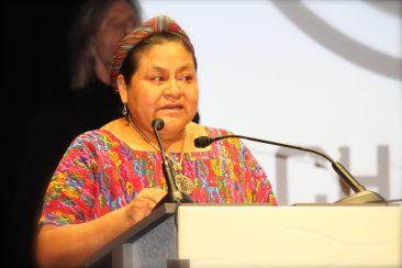 Rigoberta Menchu giving a moving presentation after the premiere of the documentary @CelinaLafuenteDeLavotha
