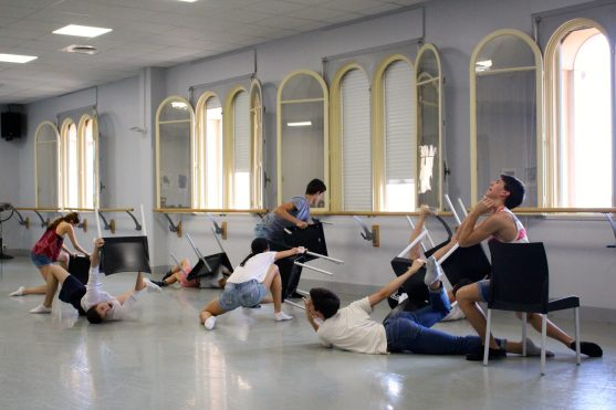 Another scene from Turbulences choreographed by Sofie @CelinaLafuenteDeLavotha