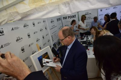 Prince Albert bidding at the art auction @SPF
