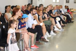 The parents, teachers and supporters laughing throughout the show @CelinaLafuenteDeLavotha