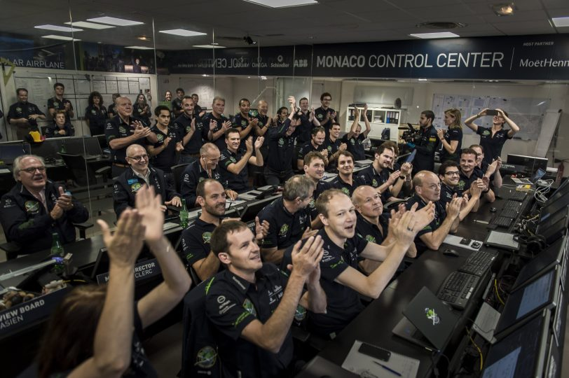 RTW_Solar_Impulse_team_at_the_Mission_Control_Center_in_Monaco_applauding_the_landing_of_Solar_Impulse_2_in_Abu_Dhabi_2016_07_25 @Solar Impulse Press Team