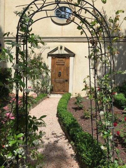 The door to a secret garden at Villa Gallici@CelinaLafuenteDeLavotha