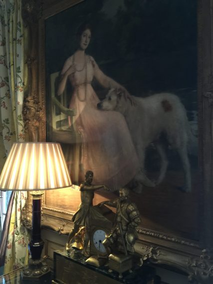 The lady of the house and her dog at Villa Gallici@CelinaLafuenteDeLavotha