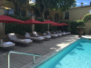 The lounge chairs aligned by the pool at Villa Gallici@CelinaLafuenteDeLavotha