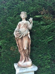 The statue colored by the passing of time at Villa Gallici@CelinaLafuenteDeLavotha