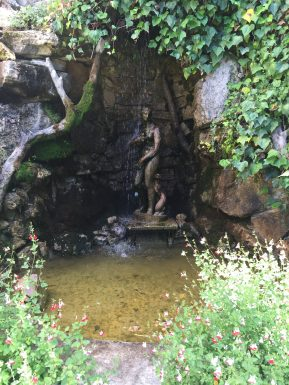 The statue in the cave at Villa Gallici@CelinaLafuenteDeLavotha