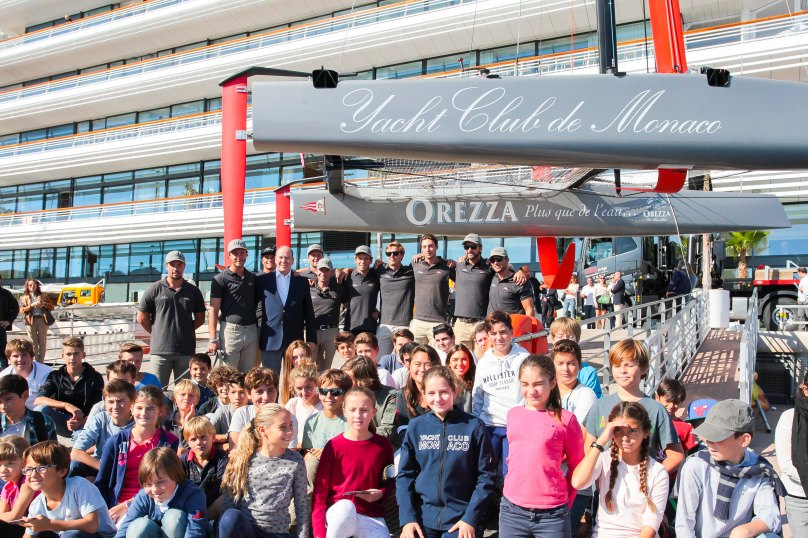 Prince Albert II, his nephew Pierre Casiraghi and his crew with young sailors from the Sport Boats Section of the YCM @Sidney Guillemin