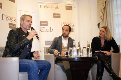 lambert-wilson-being-interviewed-by-members-of-the-monaco-press-club-celinalafuentedelavotha