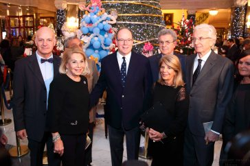 hsh-prince-albert-with-louisette-levy-soussan-azoaglio-and-members-of-action-innocence-edwimages_ai_2016_0148