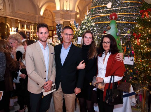 One of the generous families that bid for the Christmas Tree No. 23 created by the Hotel Metropole Monte-Carlo @EdWImages_AI_2016_0268