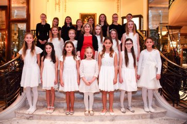 The girls chorus from the International School of Monaco directed by Colette Max Nielsen (center) @EdWImages_AI_2016_0079.jpg