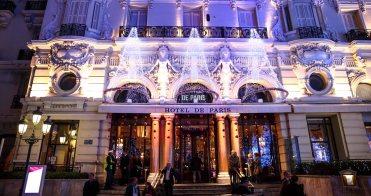 the-hotel-de-paris-site-of-the-christmas-trees-auction-edwimages_ai_2016_0346