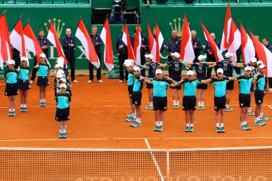 The Ball girls forming the 1 and the ball boys forming the 0, for the 10th crown won by Rafael Nadal in Monte-Carlo @CelinaLaufuentedeLavotha