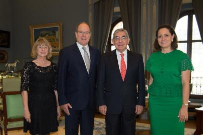 HSH Prince Albert II with HE Oscar Arias Sanchez, his wife Suzanne Fischel and Dawn Engle of PeaceJam at the Prince's Palace @Press Prince's Palace