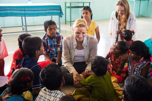 Princess Charlene with Donatella Campioni and the children of Dindigul 2016 @MAP