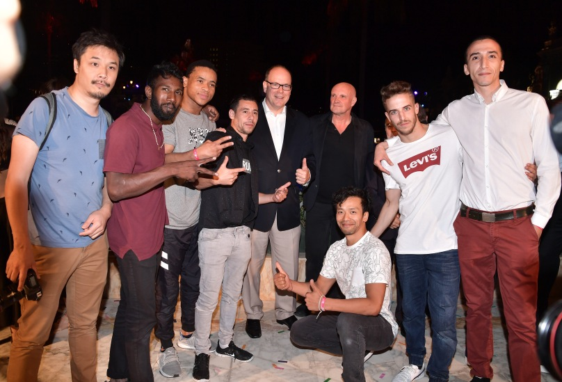 HSH Prince Albert with Jean-Christophe Maillot and Hip Hop Pockemon Crew dancers ©Charly Gallo - Manuel Vitali : Direction de la Communication