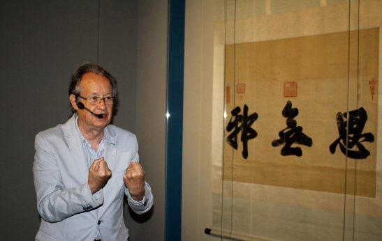 Jean-Paul Desroches explaining the powerful meaning of Chinese calligraphy @CelinaLafuentedeLavotha