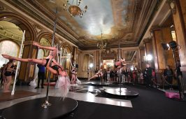 Pole Dancing demonstration in the Atrium of the Salle Garnier ©Charly Gallo - Manuel Vitali : Direction de la Communication