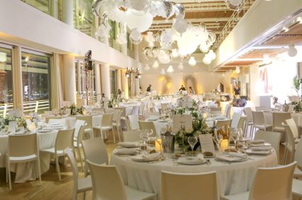 The banquet room at the Yacht Club beautifully decorated @Thierry Carpico