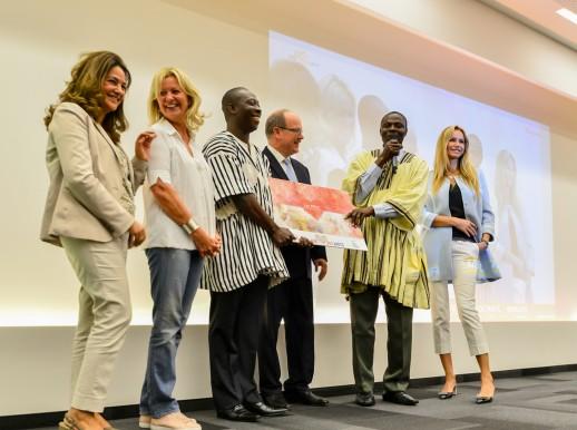 HSH Prince Albert II, Fawzia Zouari, Hilde Heneuse Heye and Adriana Karembeu with representatives of school in Togo receiving the First Prize @ valentina de gaspari