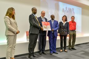 Prince Albert II with Fawzia Zouari, Denise Fabre and Antoine de Maximy with representatives from school in Burundi who received the Second Prize @valentina de gaspari