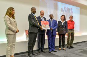 Prince Albert II with Fawzia Zouari, Denise Fabre and Antoine de Maximy with representatives from school in Burundi who received the Second Prize @valentina de gaspari