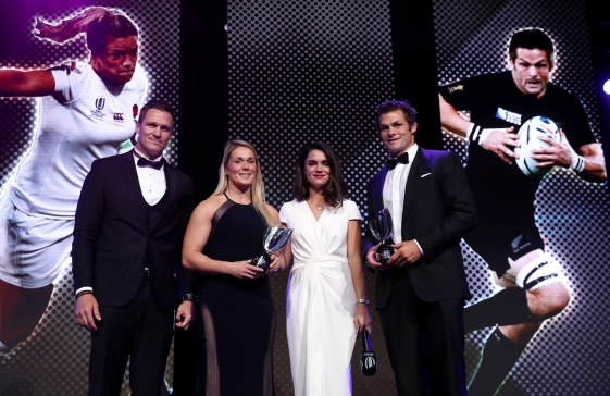 IRPA Special Merit Award Rachael Burford (2nd L) of England and Richie McCaw (R) of New Zealand @Dave Rogers - WR/WR via Getty Images